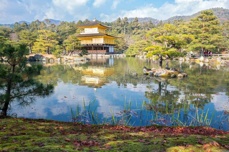 Kinkakuji tempel i Kyoto Japan royaltyfri bild