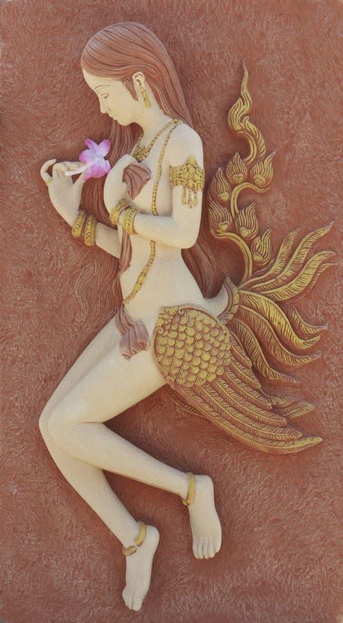Kinnaree雕象、一名半妇女和天鹅 免版税库存照片