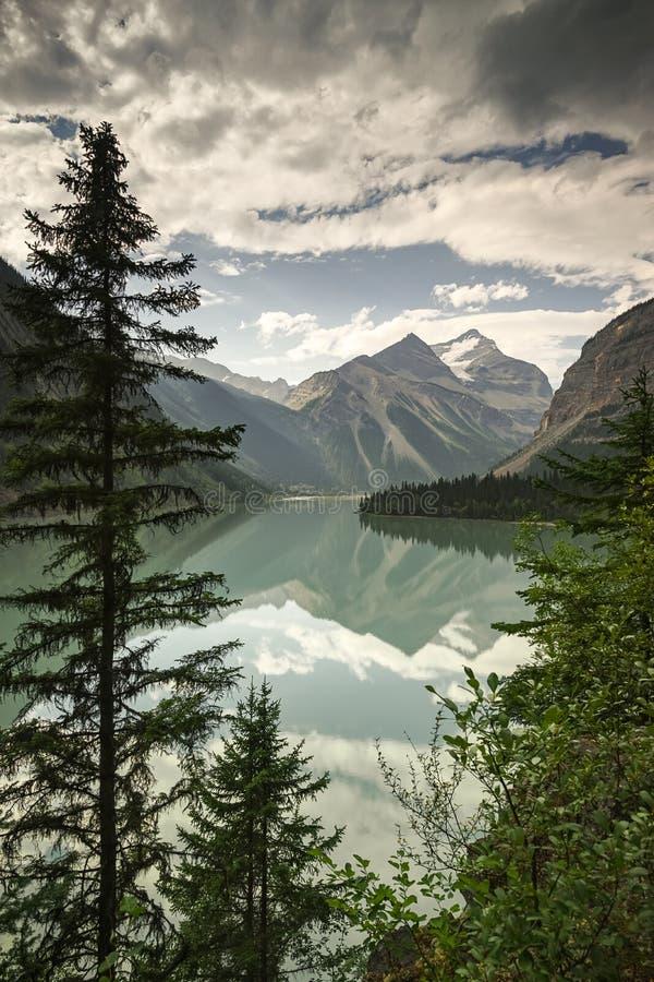 Kinney jezioro blisko Valemount, kolumbiowie brytyjska w góra obrabować fotografia royalty free