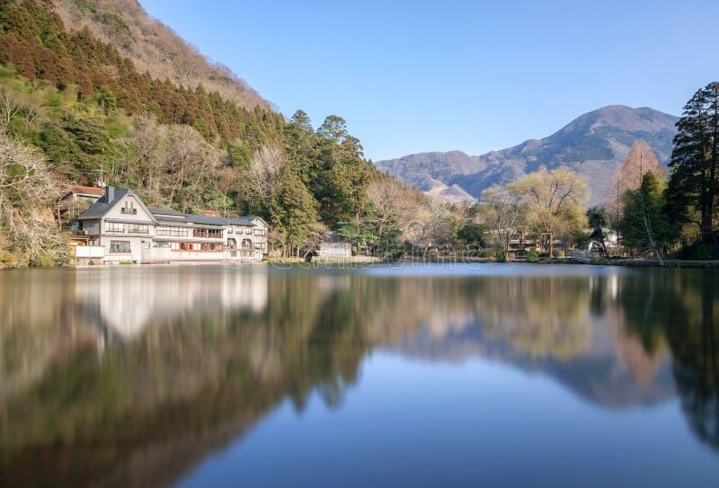 Kinrin湖是Yufuin镇一个著名地标在九州海岛 免版税库存图片