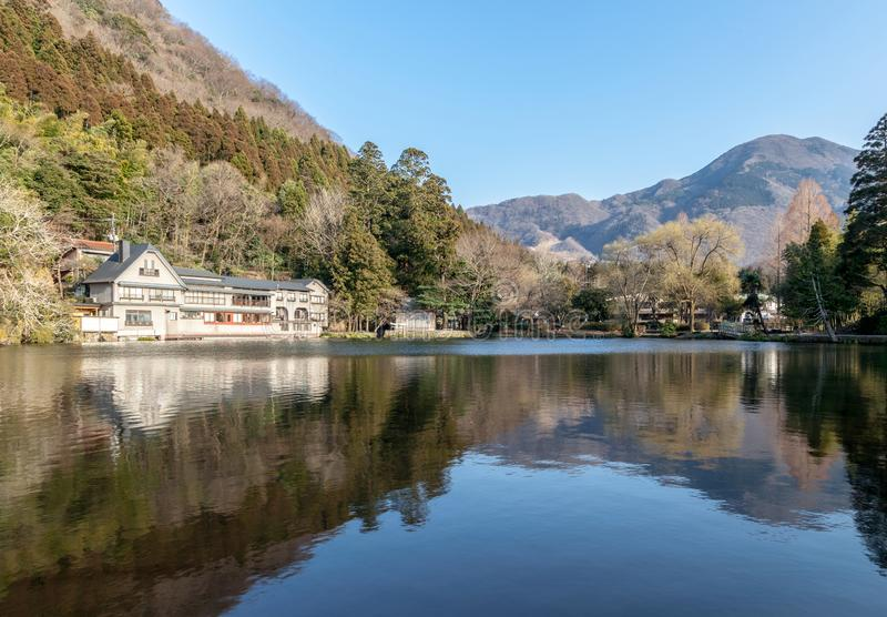 Kinrin See ist ein berühmter Markstein von Yufuin-Stadt in Kyushu-Insel, Japan lizenzfreie stockfotos