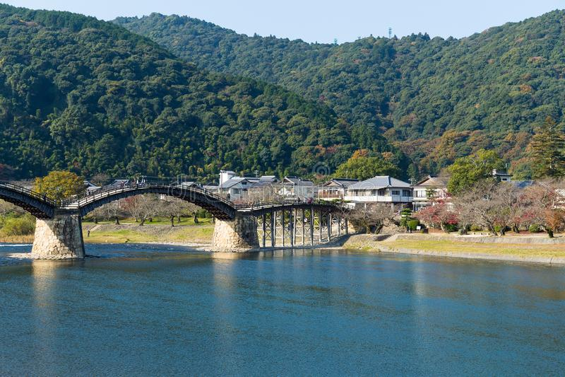 Kintai bro i Iwakuni av Japan royaltyfri fotografi
