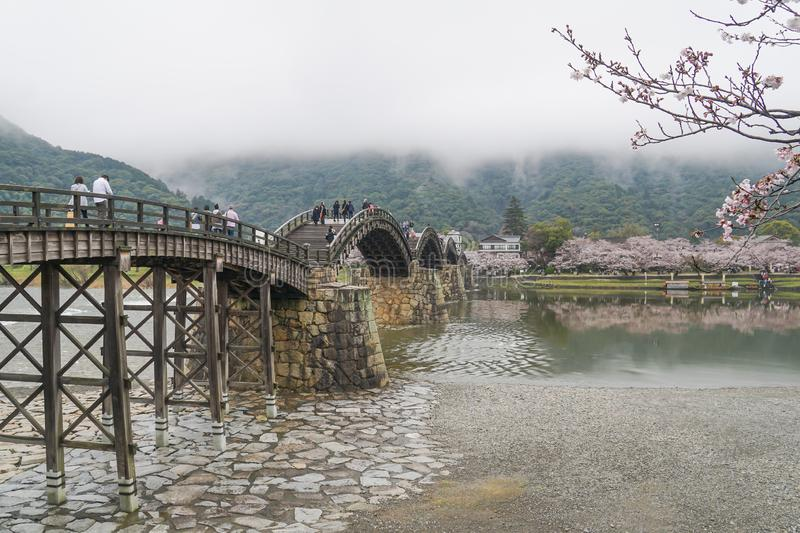 Kintai Kyo bro på den regniga dagen, Iwakumi Hiroshima, Japan arkivbilder