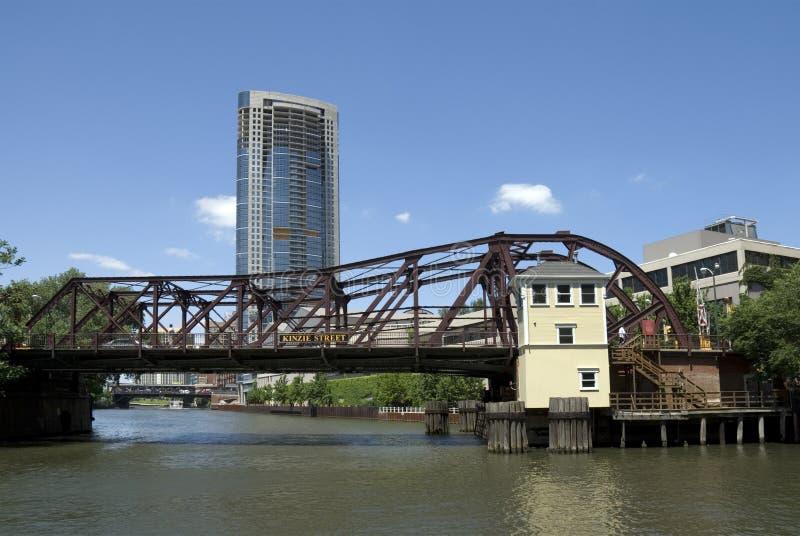 Kinzie Straßen-Brücke - Chicago lizenzfreie stockbilder