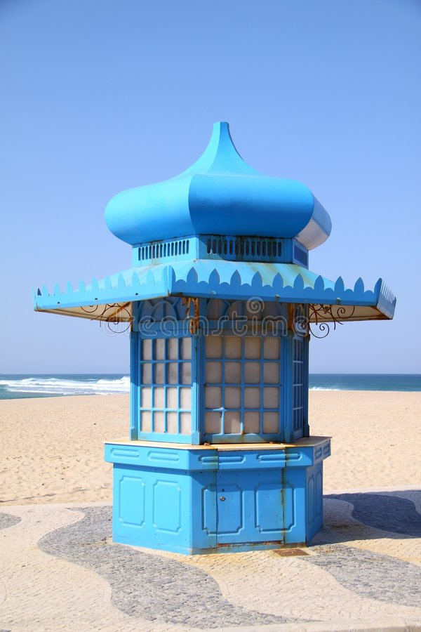 Kiosk blue by the beach royalty free stock images