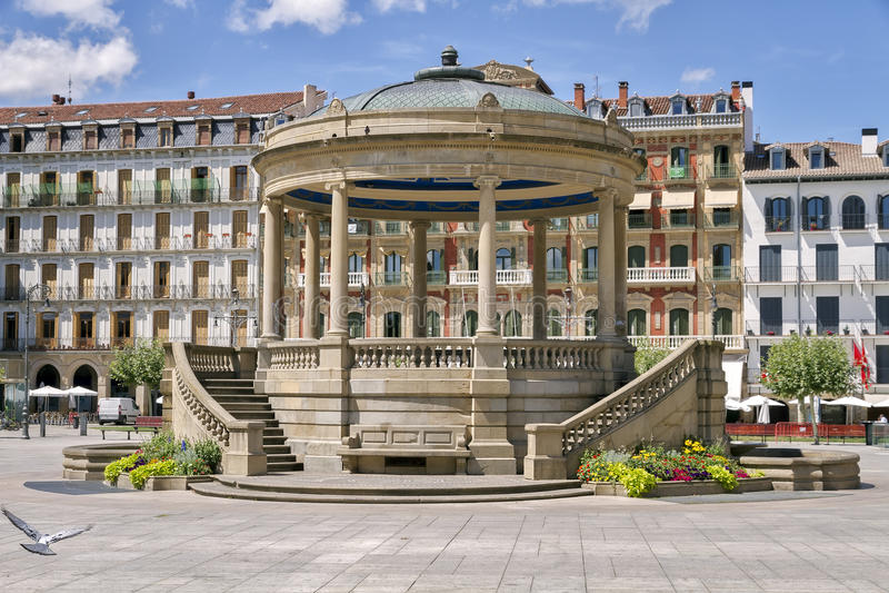 Kiosk i Pamplona arkivbild