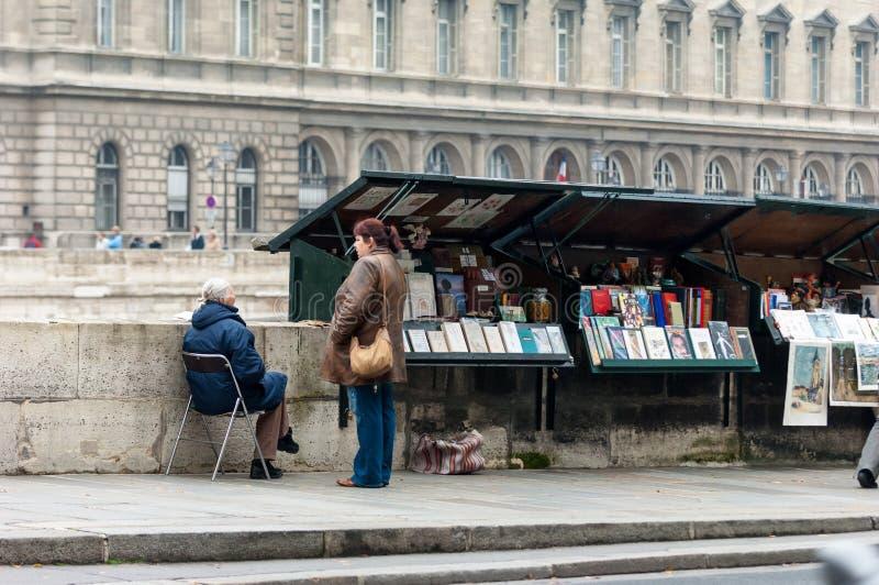 Kiosk, Parijs stock afbeeldingen