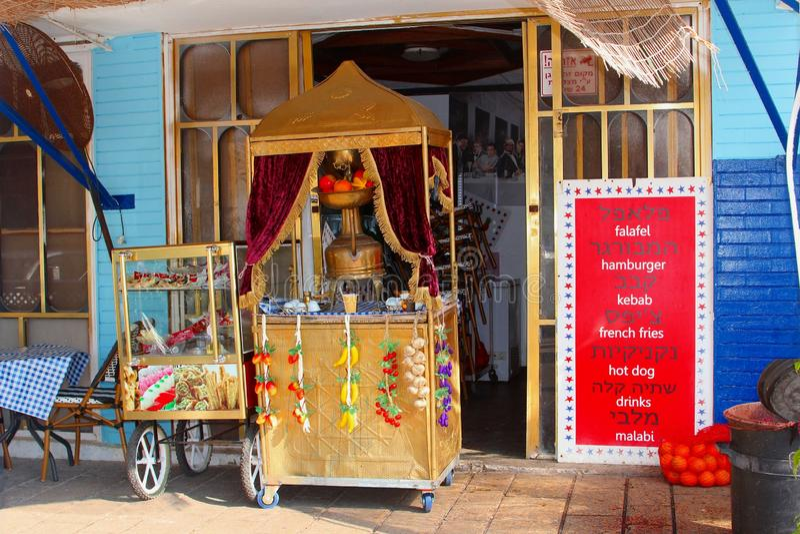 Kioska tarasowy restauracyjny orientalny zachodni jedzenie, Tel Aviv zdjęcie royalty free