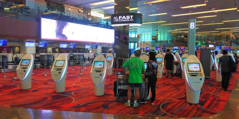 Kiosken van de luchthaven de snelle controle royalty-vrije stock foto