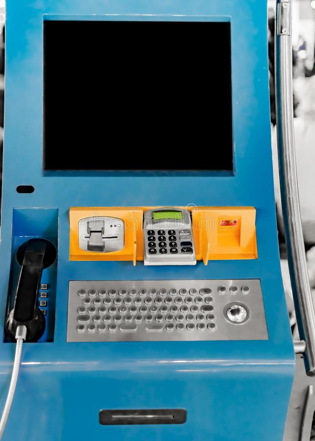 Kiosque de carte de Sim dans l'aéroport international d'Istanbul Sabiha-Gokcen Technologie de l'électronique transmissions photo libre de droits