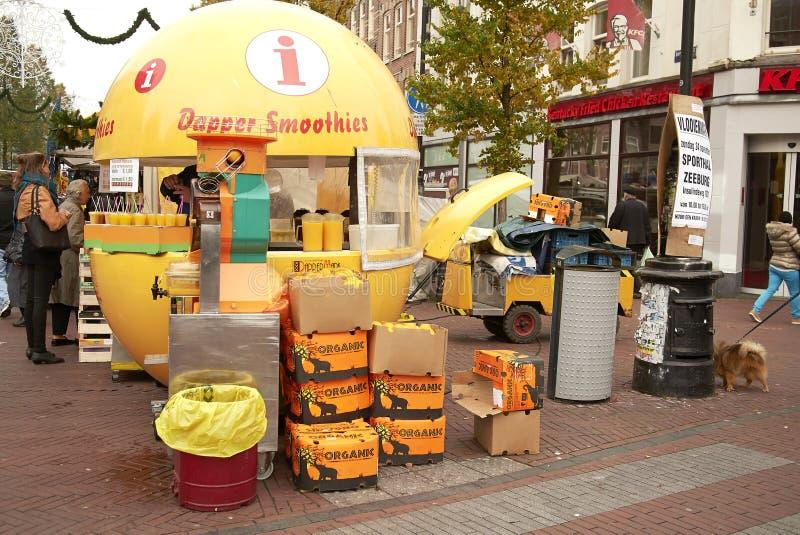 Kiosque orange à Amsterdam photographie stock libre de droits