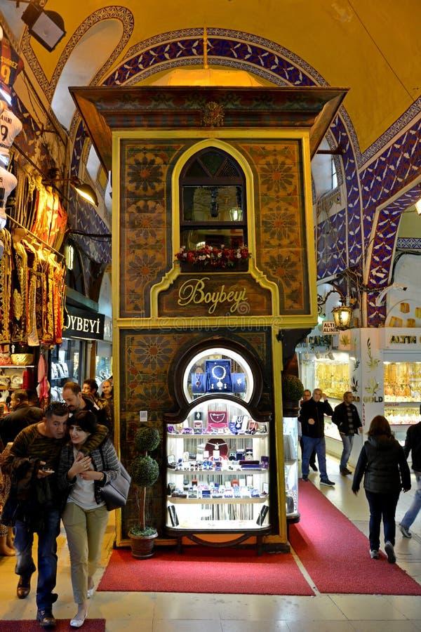 Kiosque oriental au bazar grand à Istanbul, Turquie photo libre de droits