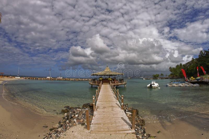 Kiosque sur la mer en Pointe du Bout - Martinique photographie stock