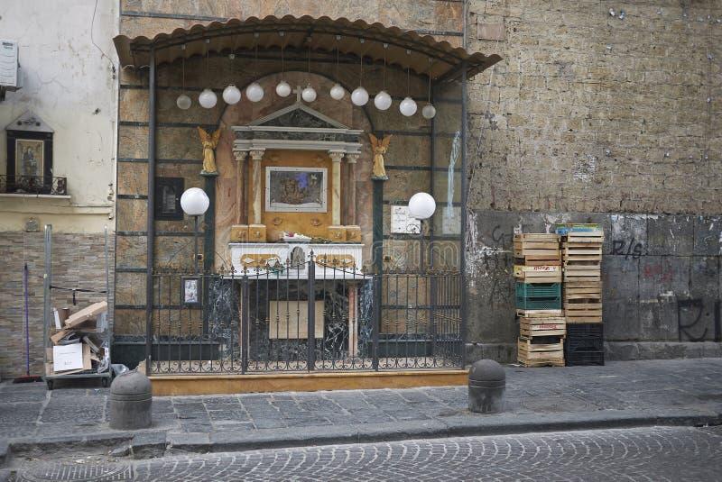 Kiosque votif dans la rue photo stock