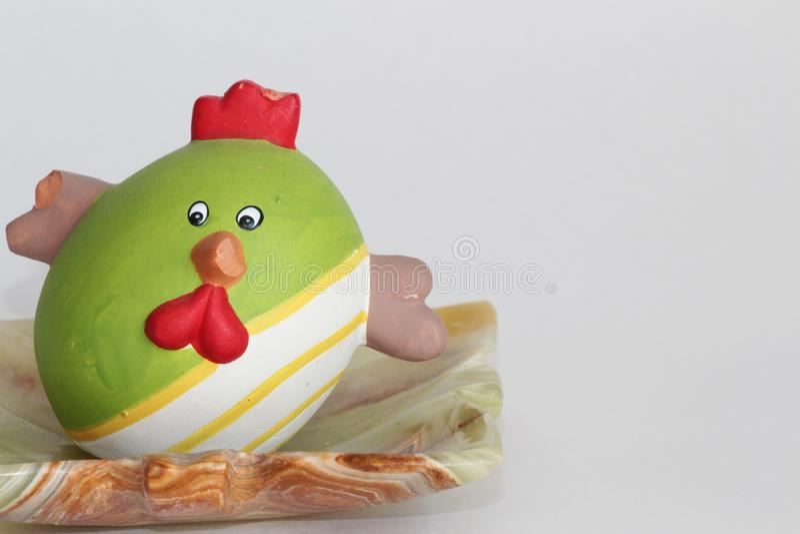Kip in de vorm van een ei royalty-vrije stock afbeeldingen