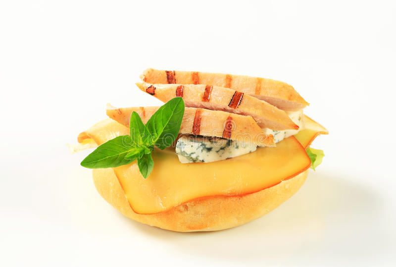 Kip en kaassandwich royalty-vrije stock afbeelding