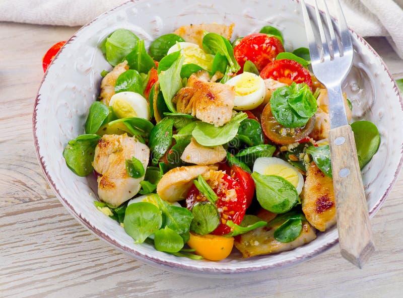 Kip en Plantaardige Salade Gezond dieetvoedsel stock fotografie