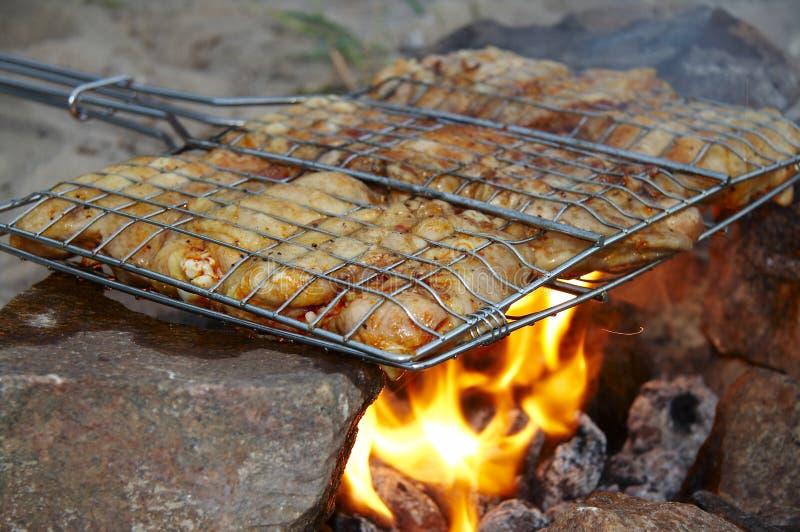 Kip op de grill royalty-vrije stock afbeeldingen