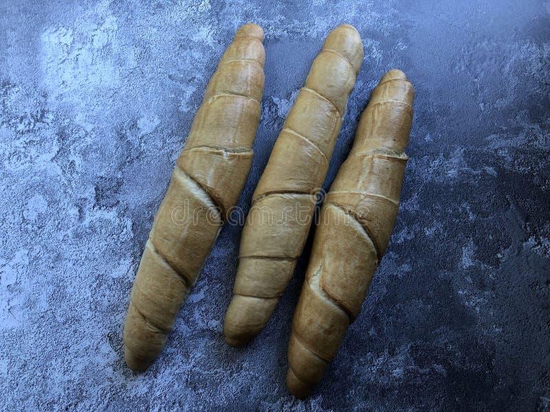 Kipferl é uma especialidade austríaca do pão, uma pastelaria crescente-dada forma ou um rolo imagem de stock royalty free