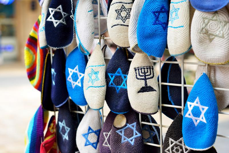 Kippahs Yarmulkes εβραϊκά καπέλων αναμνηστικά Safed Tsefat Ισραήλ αστεριών του Δαυίδ καλύψεων ισραηλινά Kippahs Κάλυμμα που φοριέ στοκ φωτογραφίες