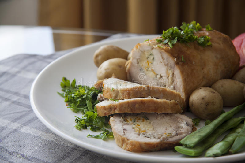 Kippenbroodje met het vullen stock fotografie