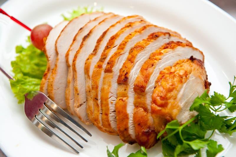 Kippenbroodje, op een plaat prachtig wordt gesneden die royalty-vrije stock afbeelding