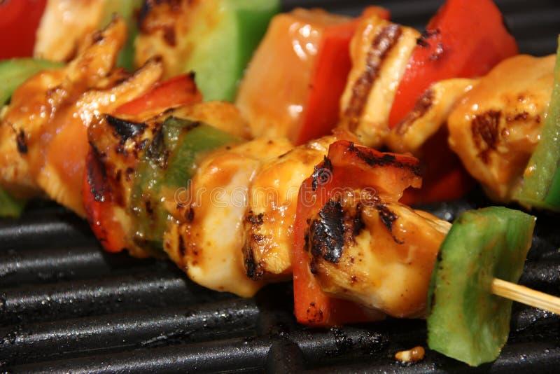 Kippenkebab bij de grill royalty-vrije stock foto's
