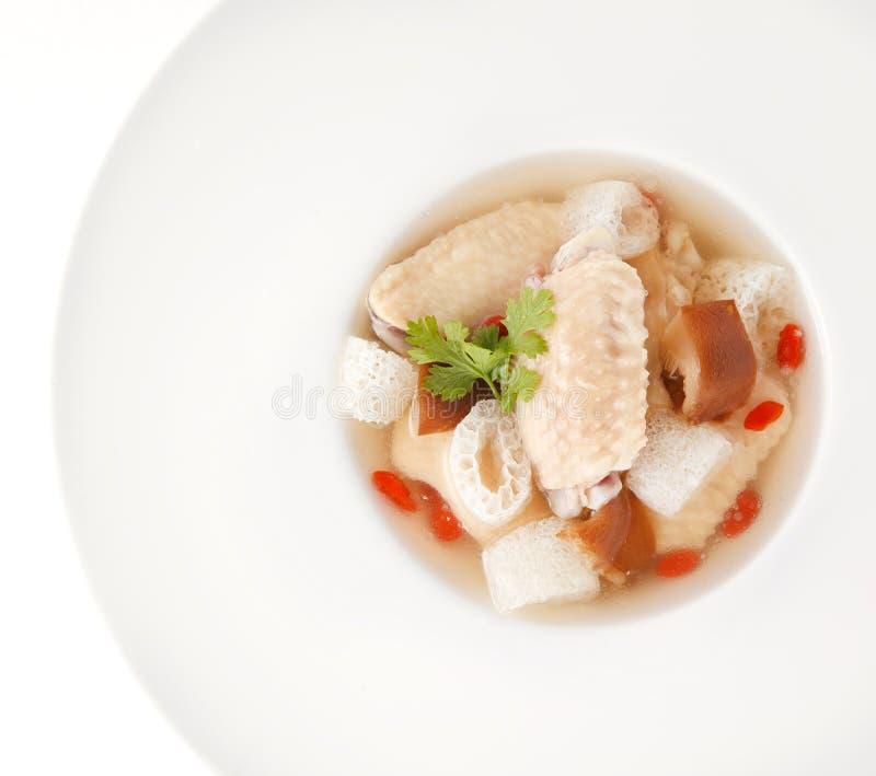 Kippensoep met Chinees kruid en bamboe royalty-vrije stock foto's