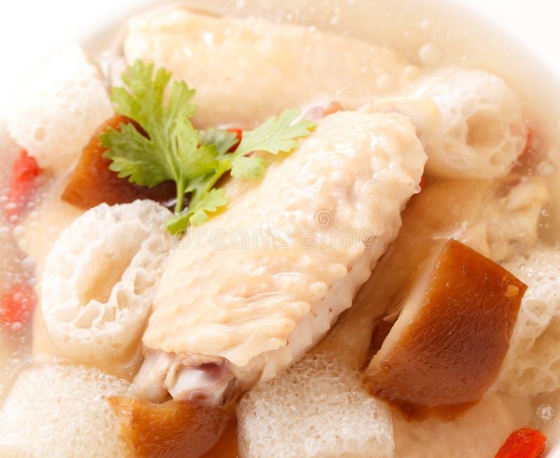 Kippensoep met Chinees kruid en bamboe stock foto