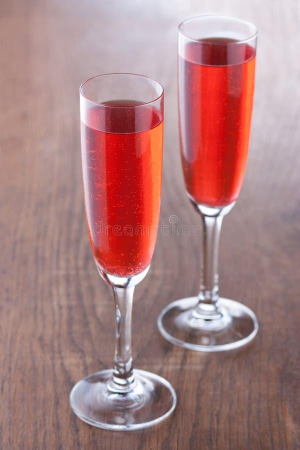 Kir royale Cocktail bereitete sich auf die traditionelle Art vor stockfotografie