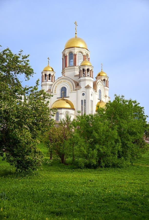 Kirche auf Blut zu Ehren aller Heiligen glänzend im russischen Land auf dem Hügel der Besteigung, Jekaterinburg lizenzfreies stockfoto