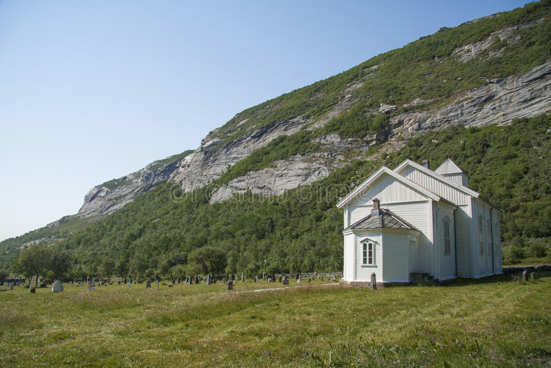 Kirche auf Dønna-Insel Nord-Norwegen stockbilder