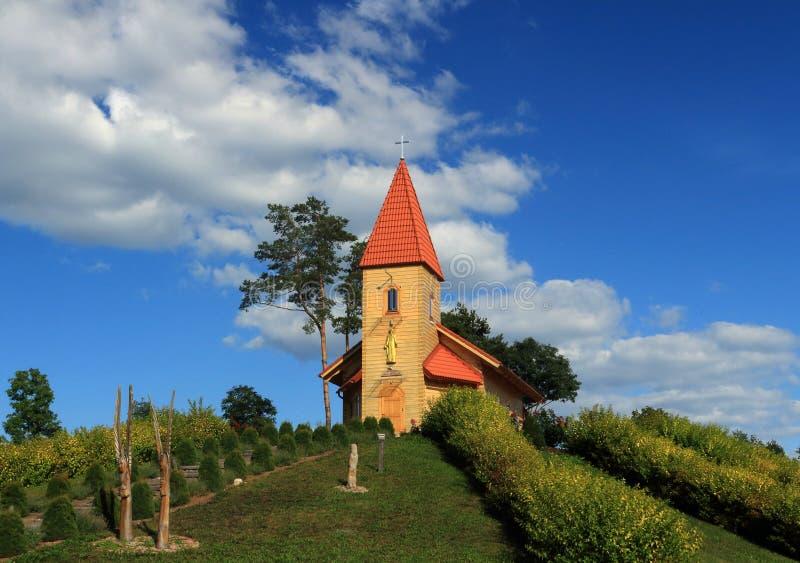 Kirche auf Gebirgskönig Jesus stockfotografie