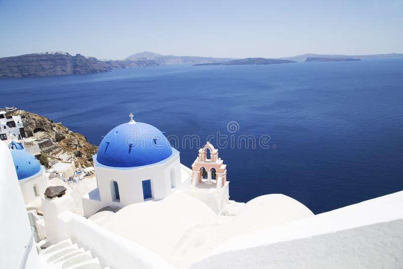 Kirche auf Santorini stockfotos