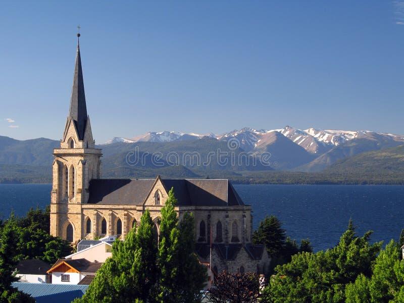 Kirche auf See lizenzfreie stockfotos