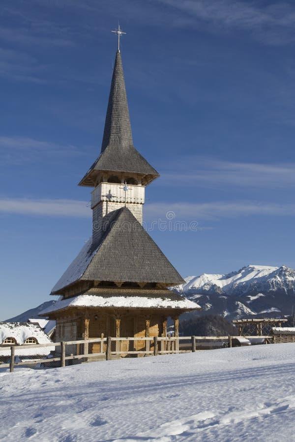 Kirche bis zum Winter lizenzfreie stockfotos
