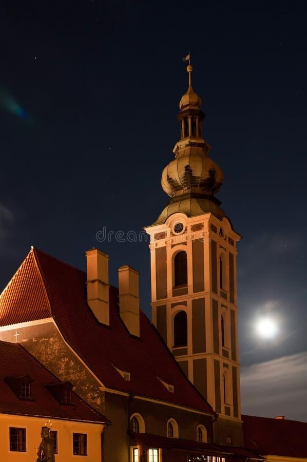 Kirche in Cesky Krumlov lizenzfreie stockfotos