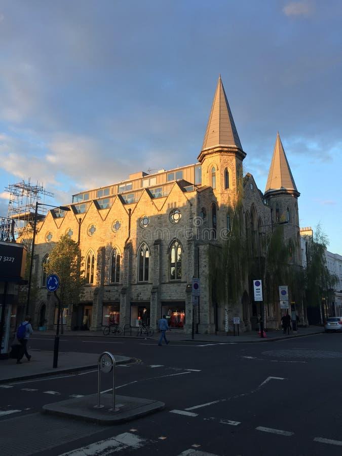 Kirche in den Wolken stockbild