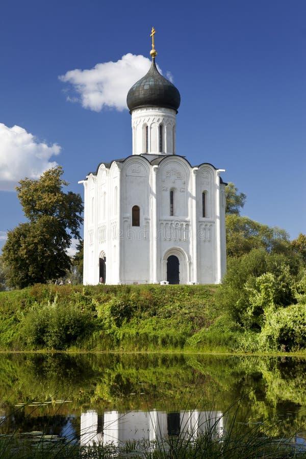 Kirche der Fürbitte auf dem Fluss Nerl. Vladimir. Russland lizenzfreie stockfotografie