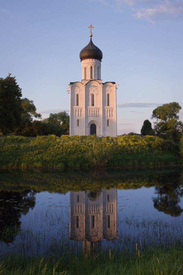 Kirche der Fürbitte auf dem Nerl lizenzfreies stockbild