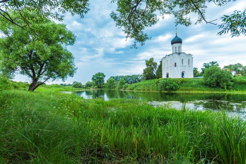 Kirche der Fürbitte auf dem Nerl (1165) lizenzfreies stockfoto
