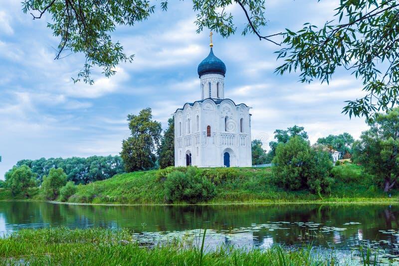 Kirche der Fürbitte auf dem Nerl 1165 lizenzfreie stockbilder