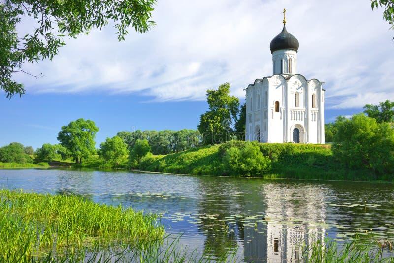 Kirche der Fürbitte auf dem Nerl Russland, das Dorf Bogolyubovo stockbilder