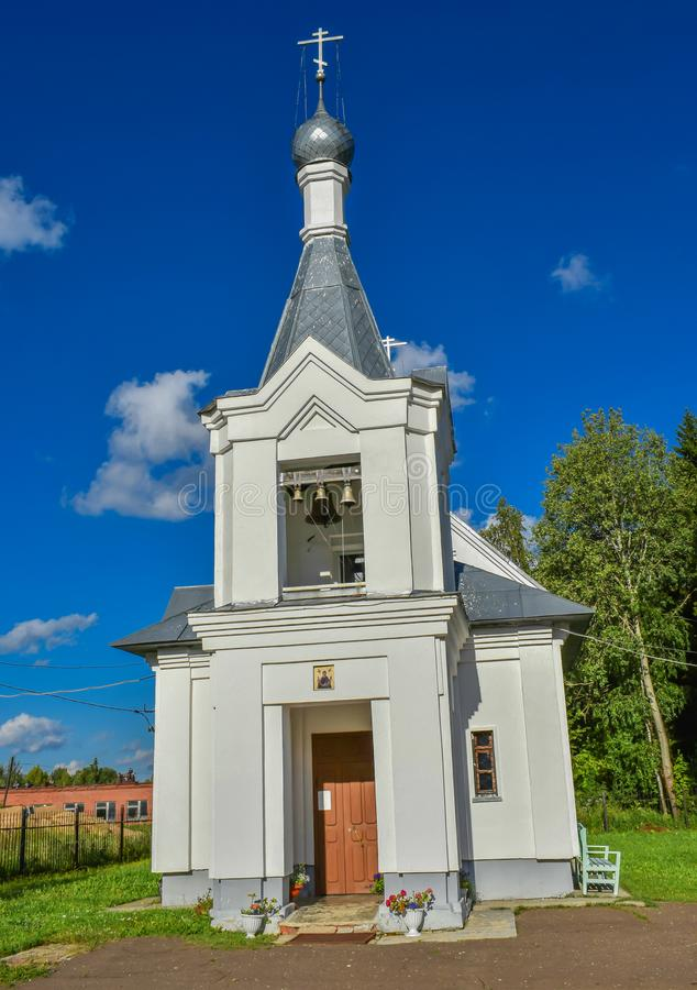 Kirche der Fürbitte im Dorf von Iwanowo-Region dacheva stockfoto