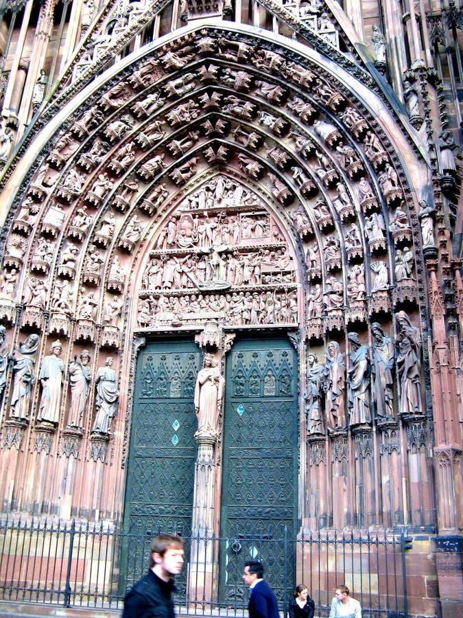 Kirche in der Mitte von Straßburg lizenzfreie stockfotos