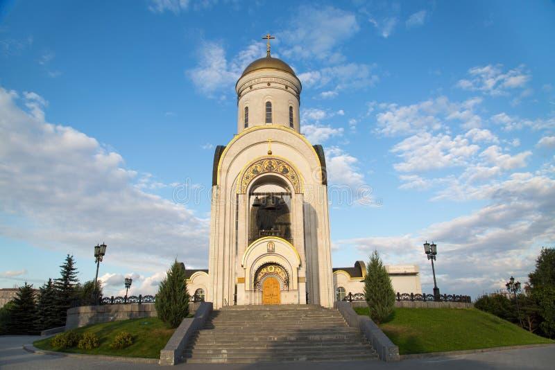 Kirche des großen Märtyrers George auf Poklonnaya-Hügel an einem sonnigen Tag stockbild