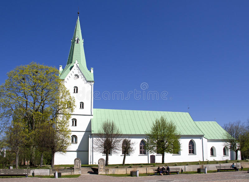 Kirche in Dobele, Lettland stockbild