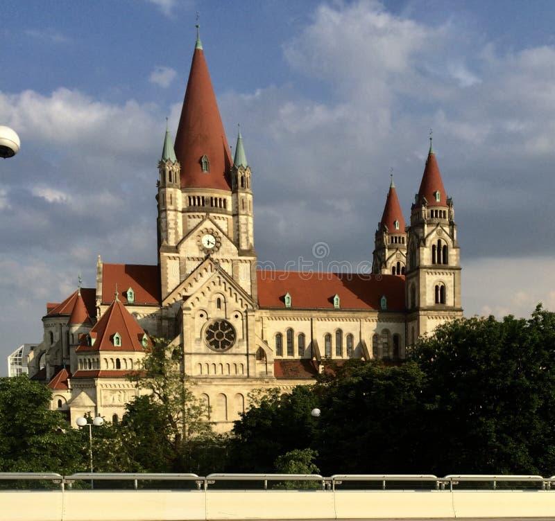 Kirche Donaustadt en Austria imagen de archivo