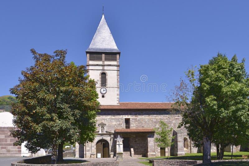Kirche an Heilig-Etienne-De-Baigorry in Frankreich lizenzfreie stockbilder