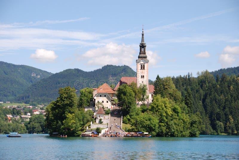 Kirche im See geblutet stockfotos